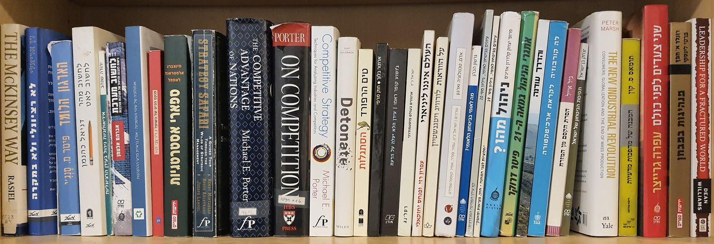 מדף ספרים.jpg