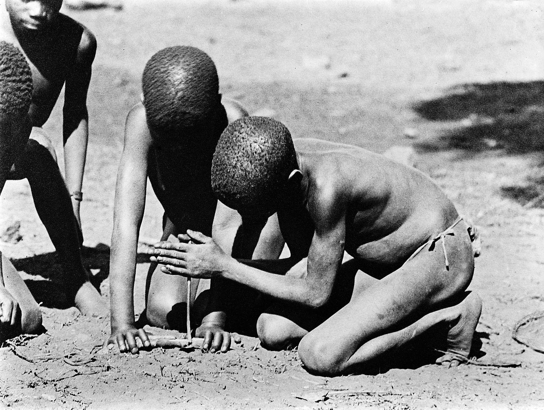 Making fire by friction, Badepi Sebukunilang, Africa Wellcome M0005728.jpg